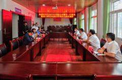 赵书良代表东风有限向大庙小学捐赠了20台笔记本